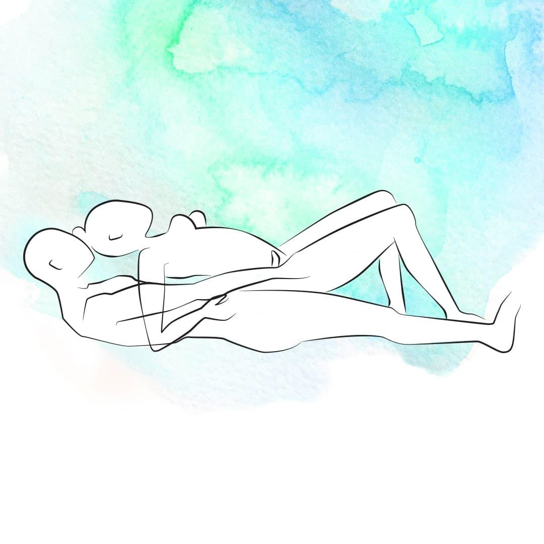 Sexstellung bei Knieschmerzen, bei der die obere Person sich mit dem Rücken auf die andere legt, sodass ihre Knie nicht belastet werden