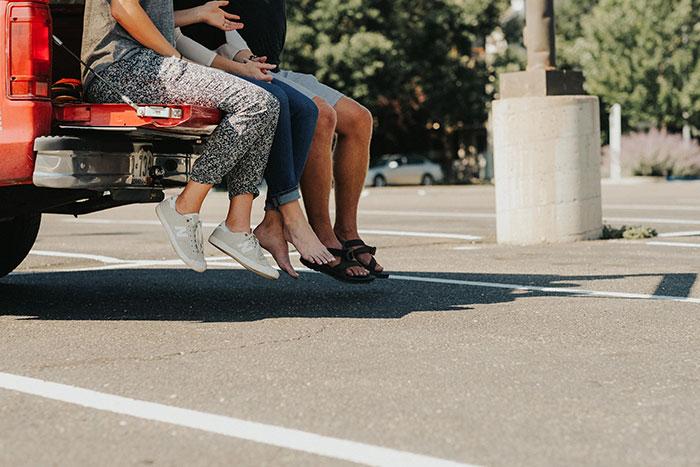 9 simple Tests verraten, ob Deine Beziehung bereit für einen Dreier ist