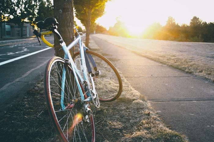 Bei Liebeskummer spazieren gehen oder Fahrrad fahren